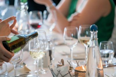 Hoe serveer je wijn?