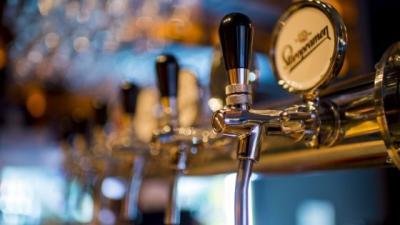 Bier van de tap, uit blik of fles, de facts en fabels